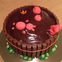 "I Made This Famous Cake For My Moms 53Rd Birthday She Had Fell In Love With It Being The Biggest Fan Of Cute Piggies Right From The Sta I made this ""famous"" cake for my moms 53rd birthday. She had fell in love with it (being the biggest fan of cute piggies) right..."