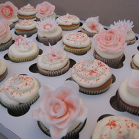Red And White Flower Cupcakes red and white flower cupcakes