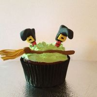 Halloween Cupcakes Witch-accident