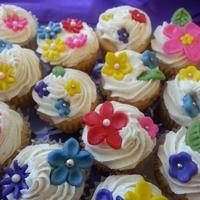 Vanilla Bean Mini Cupcakes With Spring Flowers *Vanilla bean mini cupcakes with spring flowers