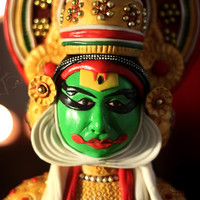 കഥകളി (Kathakali) God's Own Country's own art form Kathakali makes the entire world take a double take with its grand colors and costumes...