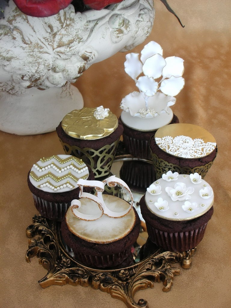 Cupcake Challenge 8 - 50Th Anniversary - Gold/white