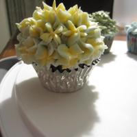 Lemon Cupcake spring time: yellow mixed with blue