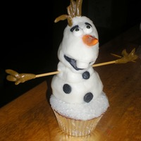 Olaf Cupcakes Olaf from Frozen made from stacked marshmallows covered in MMF .Sprinkle sugar on base of vanilla cupcake.