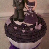 Customised Bride And Groom-Giant Cupcake With In Theme Cupcakes *