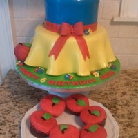 Snow White Cake With Matching Apple Cupcakes Snow White Cake with Matching apple cupcakes
