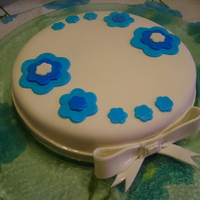 My First Cake With Sugarpaste
