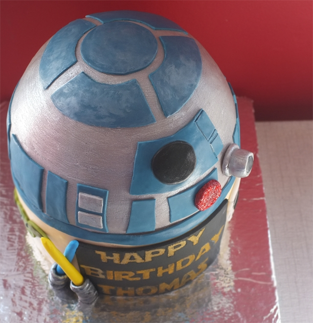 R2D2 Star Wars Cake R2D2 Star Wars Cake // see more photos at alanajonesmann.com