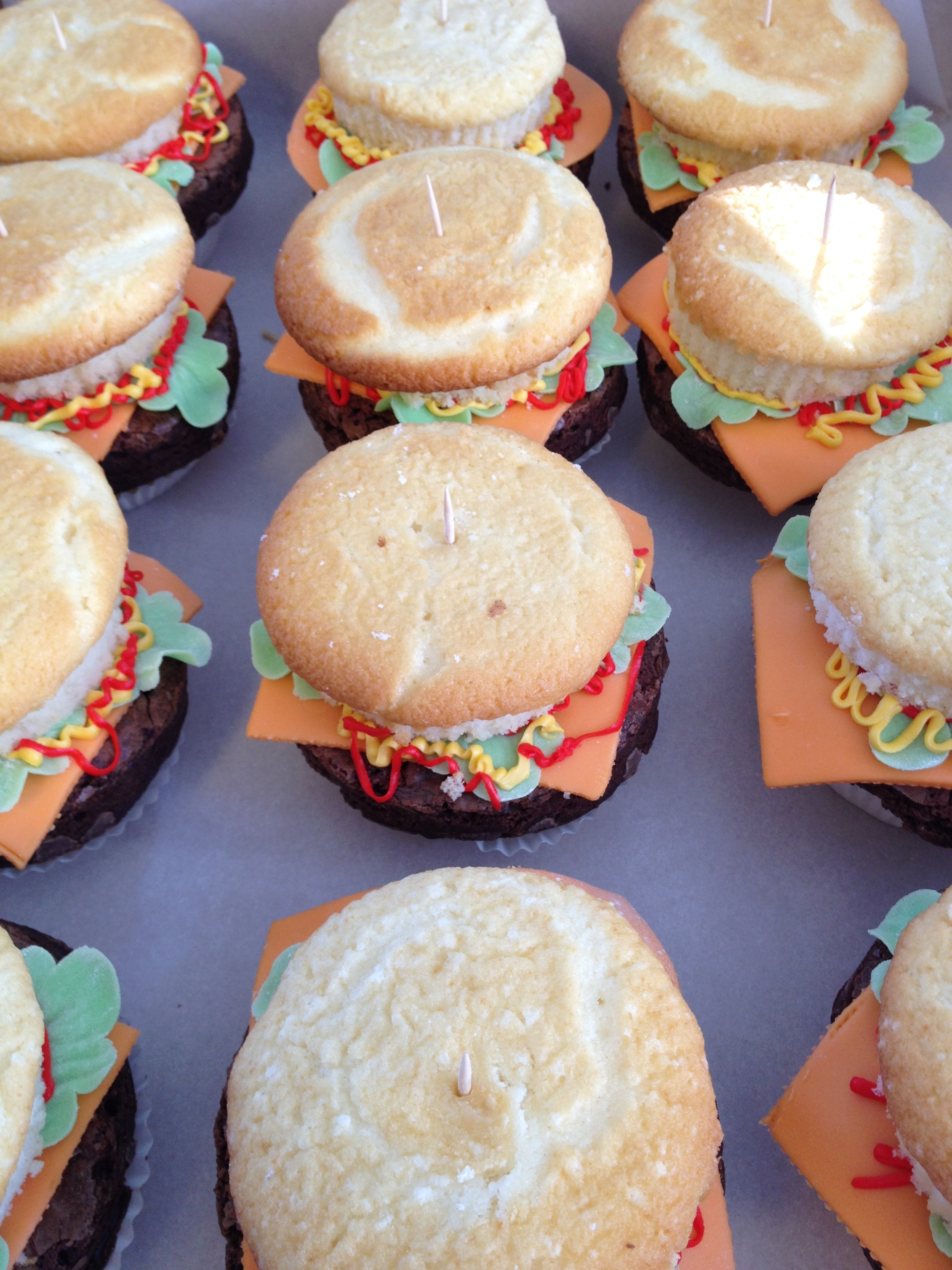 """hamburger And French Fries"" Hamburger cupcakes"