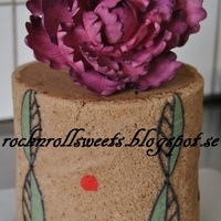 Test Cake I´m not that fond of sugarpaste so her I tried whit some different Technics...