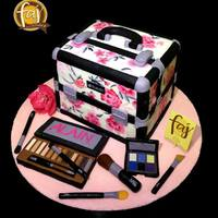 A Replica Of The Make Up Artists Make Up Kit By Faj House Of Cakes Handpaintedcakes 3Dcakes Make Up Couturecakes Customcakesiligan Ca A replica of the make-up artist's make-up kit by Faj House of Cakes #handpaintedcakes #3dcakes #make-up #couturecakes #...