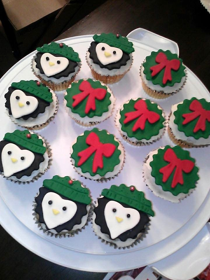 Winter Penguins And Wreath Cupcakes. :) Vanilla Bean Dairy-Free Cupcakes with Vegan Vanilla Buttercream. Fondant decor.