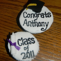 Graduation Cupcakes buttercream with fondant diploma and cap