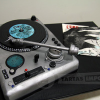 "The Cure ""sleep When I'm Dead"" My first record player made with fondant, gumpaste and isomalt for a ""The cure"" big fan :)"