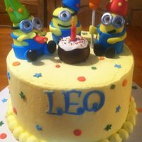 Minions Buttercream iced cake with fondant decorations