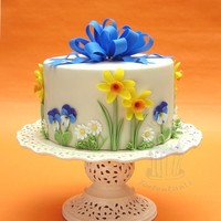 Spring Cake Daffodils, pansies and daisies with big bowwww.tortentante.de