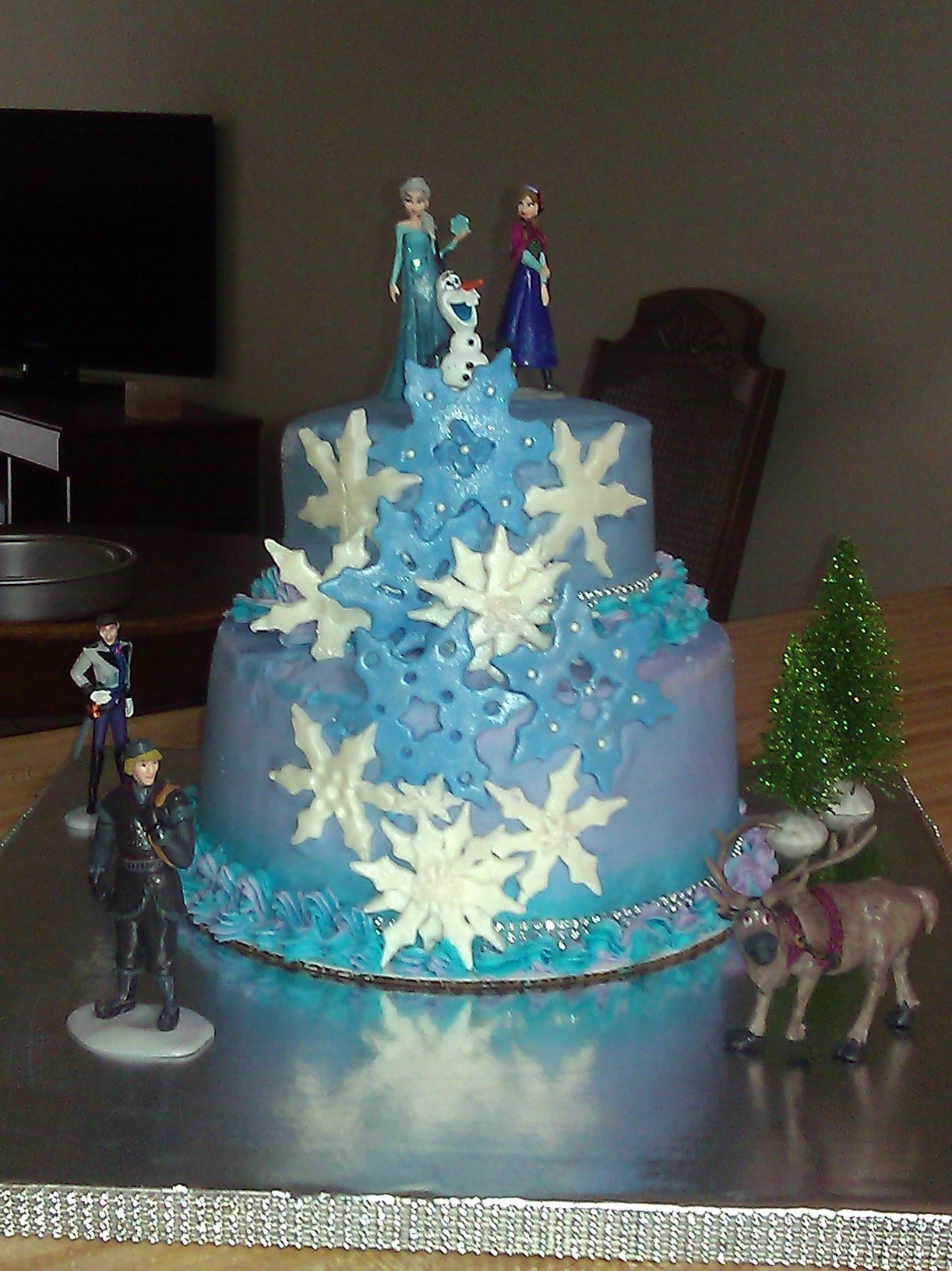 Frozen Cake... This frozen cake is 4 -layer 9 inch white cake colored purple and blue. and a 3 layer 6 inch top snowflakes are made from fondant,...