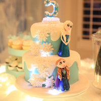 Frozen Themed Birthday Cake   Frozen Cake lit up with balloon lights