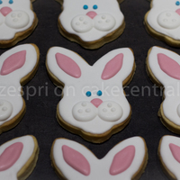 Easter Bunny Cookies Design is from Sugarbelle's blog, for my son to give to his teachers and friends :)