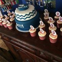 Chevron Graduation Cake With Cupcakes Simple chevron high school graduation cake with college cupcakes