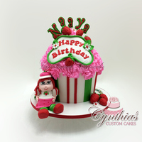 Strawberry Shortcake - Giant Cupcake All edibleThanks for looking =)