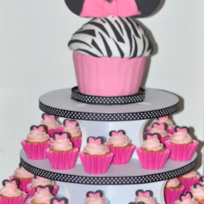 Amazing 1St Birthday Minnie Mouse Cake With Cupcakes 1St Birthday Ideas Birthday Cards Printable Trancafe Filternl