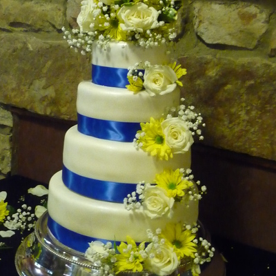 Golden Butter Cake With Raspberry Filling 2 Wvu Graduates Getting Married