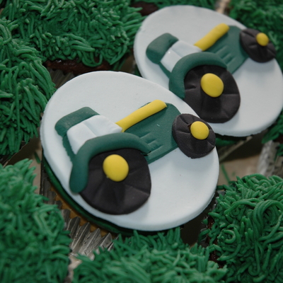 A Clients Son Loves Tractors And Wanted Tractor Cupcakes Fondant Tractor Cupcake Topper And Grass Tip
