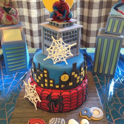 Spiderman Cake With Fondant Spiderman Figure