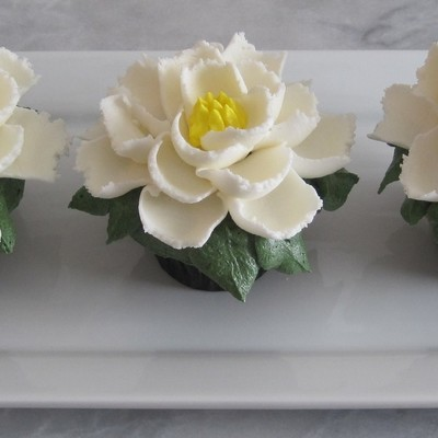 Large Buttercream Flower Cupcakes So Easy Use Ateco Tip 403 And A Large Grass And Leaf Tip Thanks For Looking