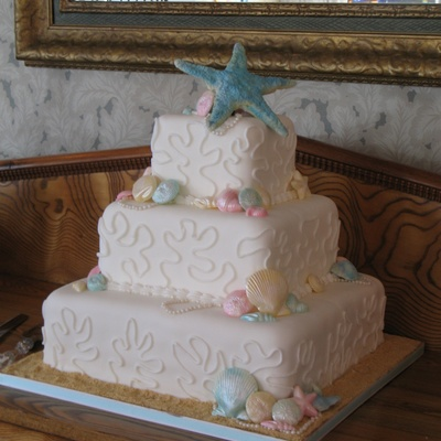 Covered With Fondant Piped Coral Seashells Are Made From White Chocolate And Brushed With Pearl Dust Pearls Are Handmade Giant Star Top