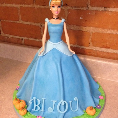 Cinderella She Is Covered In Fondant Pumpkins Are Also Made From Fondant I Used The Wonder Mold Pan And A Carved 10 Cake To Get The Hei