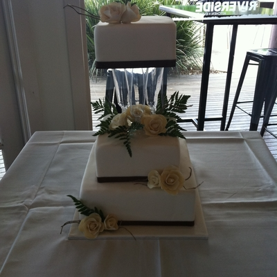 Champagnes Roses Wedding Cake