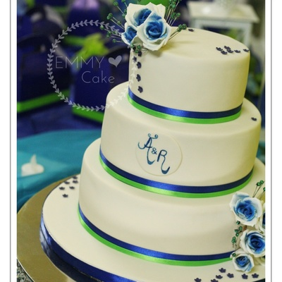 White, Royal Blue And Lime Green Details On The Wedding Cake