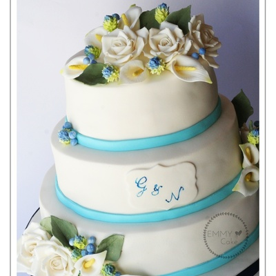 Cala Lillies Roses And Fillers Wedding Cake Flowers Made Of Gumpaste