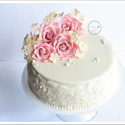 Valentine's Anniversary Romantic Cake With Roses.