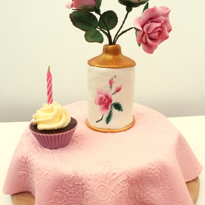 Vase With Roses Cake