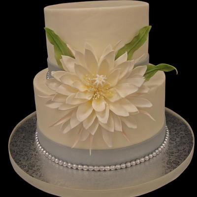 Cestrum Nocturnum Dama De Noche In All Its Sugar Glory Cake Is Buttercream Flower Is Gumpaste