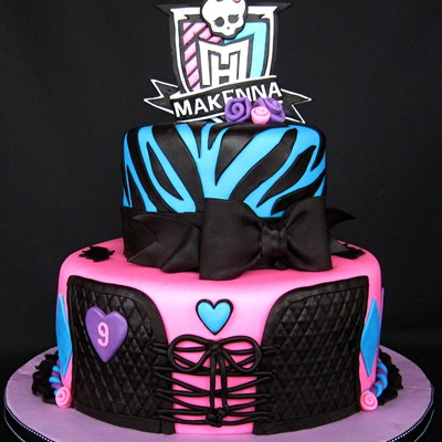 I Had Never Heard Of Monster High Before This Request Came In 10 And 6 Fondant Covered Tiers The Zebra Print Was The Only Thing The Birt