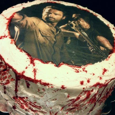 A Very Attractive Walking Dead Cake
