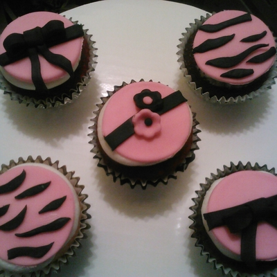 Pink And Black Cupcakes!!!