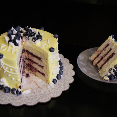 Small Six Inch Round Lemon Cake With Blueberry Filling The Blueberries On The Cake Are Fresh From My Backyard I Made This For My Mother