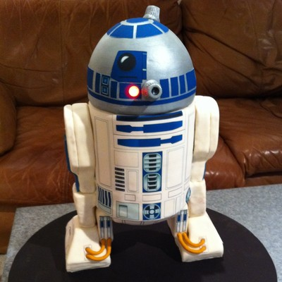 R2D2 Lights Up The Day on Cake Central