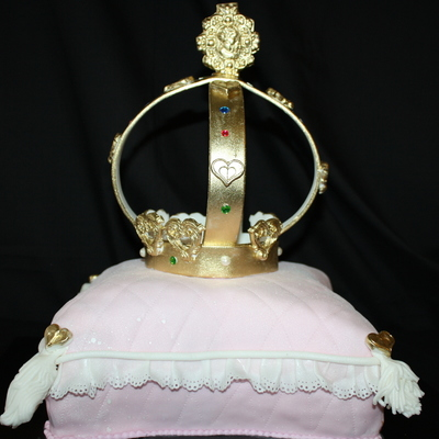 Pillow Cake And Jubille Crown Tfl