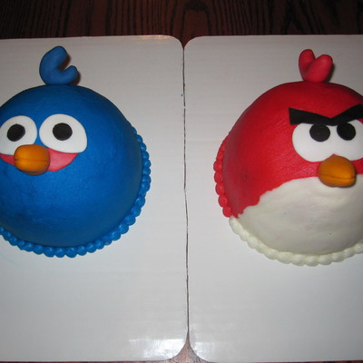 Pair Of Angry Bird Cakes For Twins Both Are A 6 Base With A 12 Ball On Top Covered In Buttercream With Fondant Accents Made A Dozen P