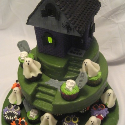 Haunted House With Spooky Cupcakes