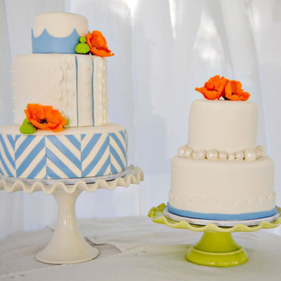Periwinkle Blue & White Cake With Poppies & Mums