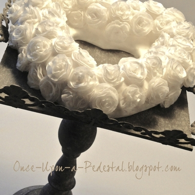 Wafer Paper White Rose Wreath