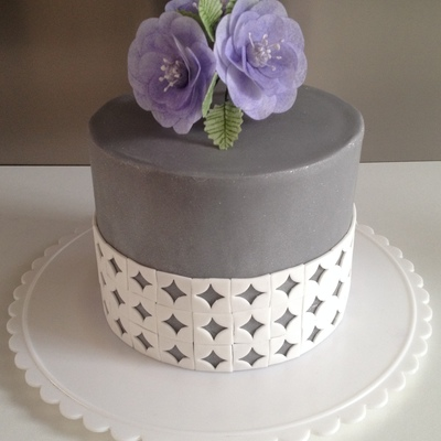 A Try Out Cake To Practice Come Cake Design Technics Loved To Do It I Tried Wafer Paper Flowers Chocolat Ganache Patterns Fondant Alwa