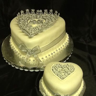 25 Th Silver Anniversary Used Royal Icing Painted Silver To Stand Up On Larger Cakes Middle Heart